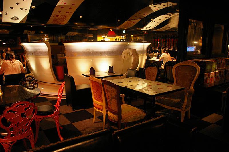 alice in wonderland restaurant tokyo japan 1 3 Bizarre Theme Restaurants in Tokyo, Japan