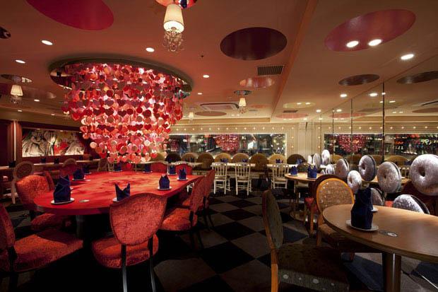 alice in wonderland restaurant tokyo japan 6 3 Bizarre Theme Restaurants in Tokyo, Japan