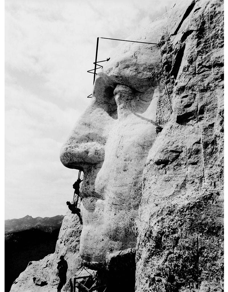 carving sculpting george washington at mount rushmore nose picking Picture of the Day: Picking Washingtons Nose at Mount Rushmore