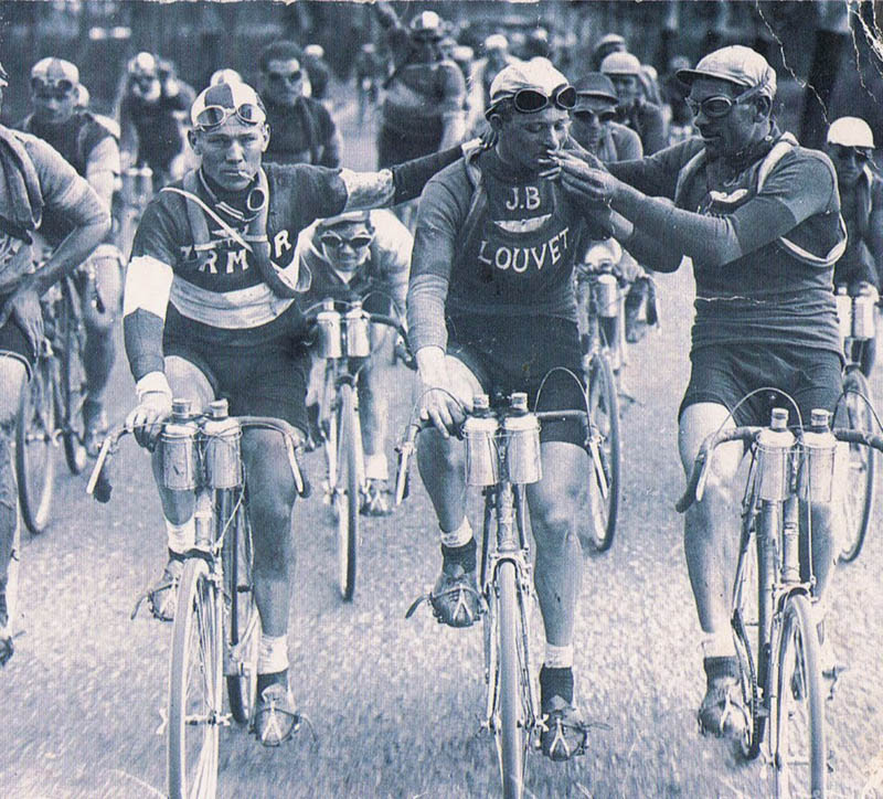 smoking tour de france cyclists bikers Picture of the Day: Vintage Tour de France from the 1920s