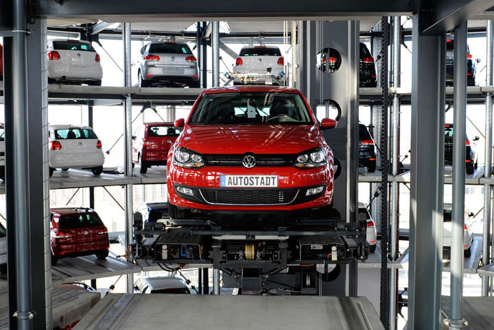 austadt vw car tower germany 1 Volkswagens 800 Vehicle Car Towers in Germany
