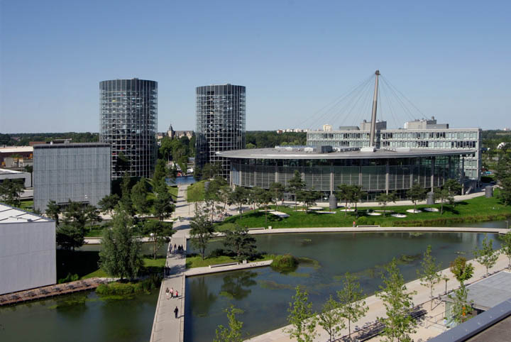 austadt vw car tower germany 6 Volkswagens 800 Vehicle Car Towers in Germany