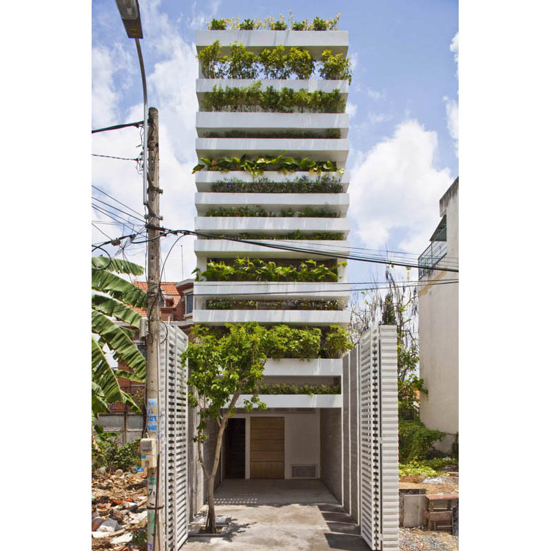 green house with planters for walls ho chi minh trang chu 1 1 Green Home in Ho Chi Minh has Living Walls
