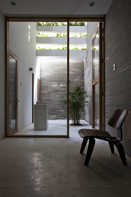 green house with planters for walls ho chi minh trang chu 16 Green Home in Ho Chi Minh has Living Walls