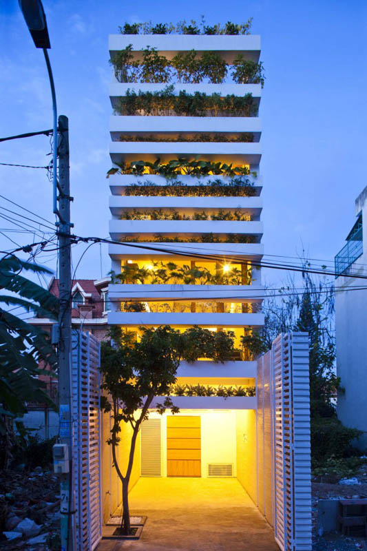 green house with planters for walls ho chi minh trang chu 19 Green Home in Ho Chi Minh has Living Walls