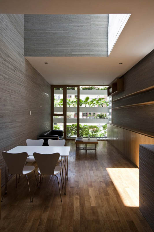 green house with planters for walls ho chi minh trang chu 4 Green Home in Ho Chi Minh has Living Walls