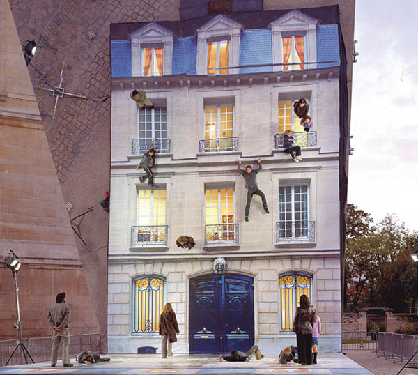 mirrored building art installation interactive france leandro erlich 3 Interactive Art Installation Turns People into Daredevils