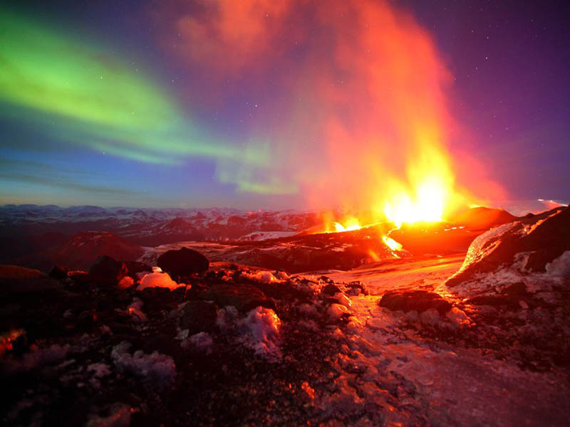aurora borealis and volcanic eruption in same shot iceland northern lights two eruptions Picture of the Day: A Tale of Two Eruptions