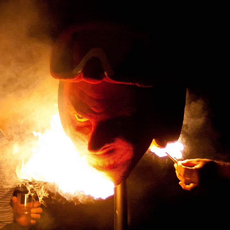 devil head sculpture made of matches set ablaze david mach 1 A Devil Sculpture Made from Matches Gets Set Ablaze