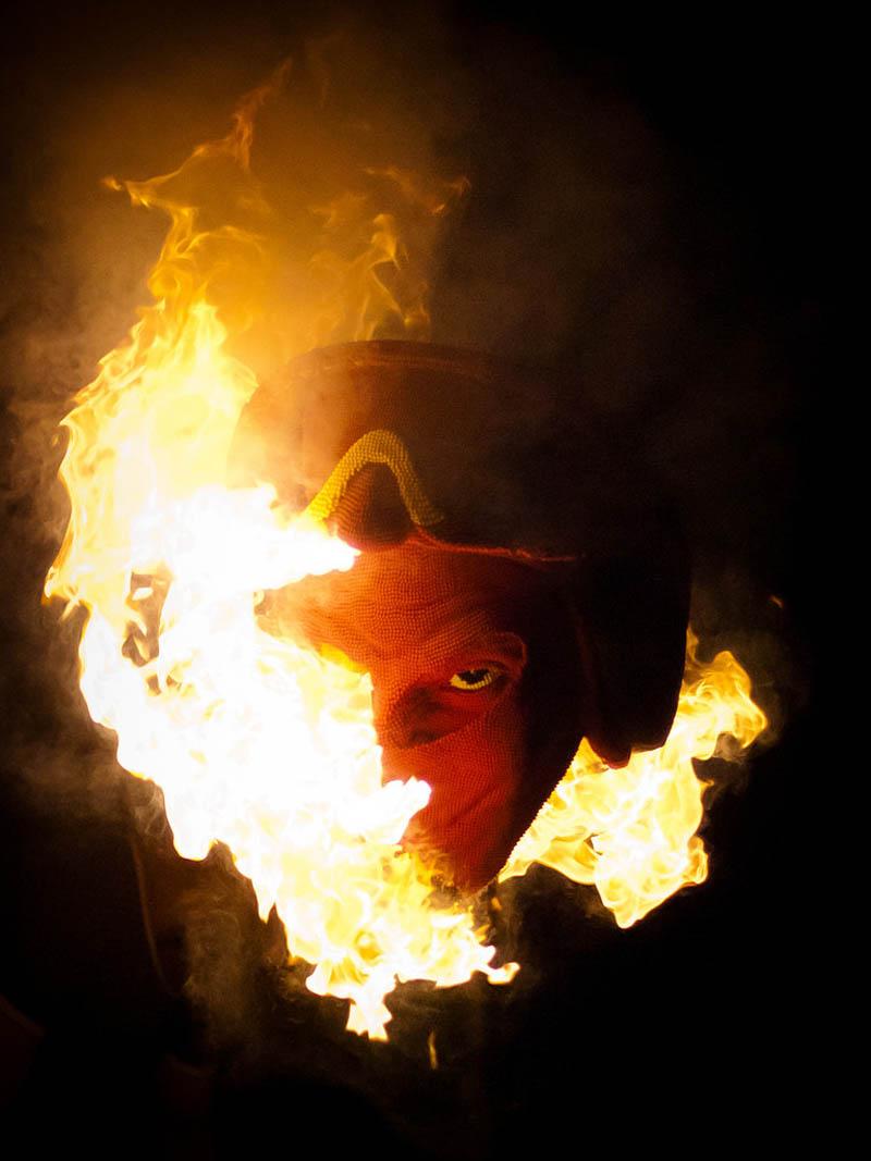 devil head sculpture made of matches set ablaze david mach 10 A Devil Sculpture Made from Matches Gets Set Ablaze