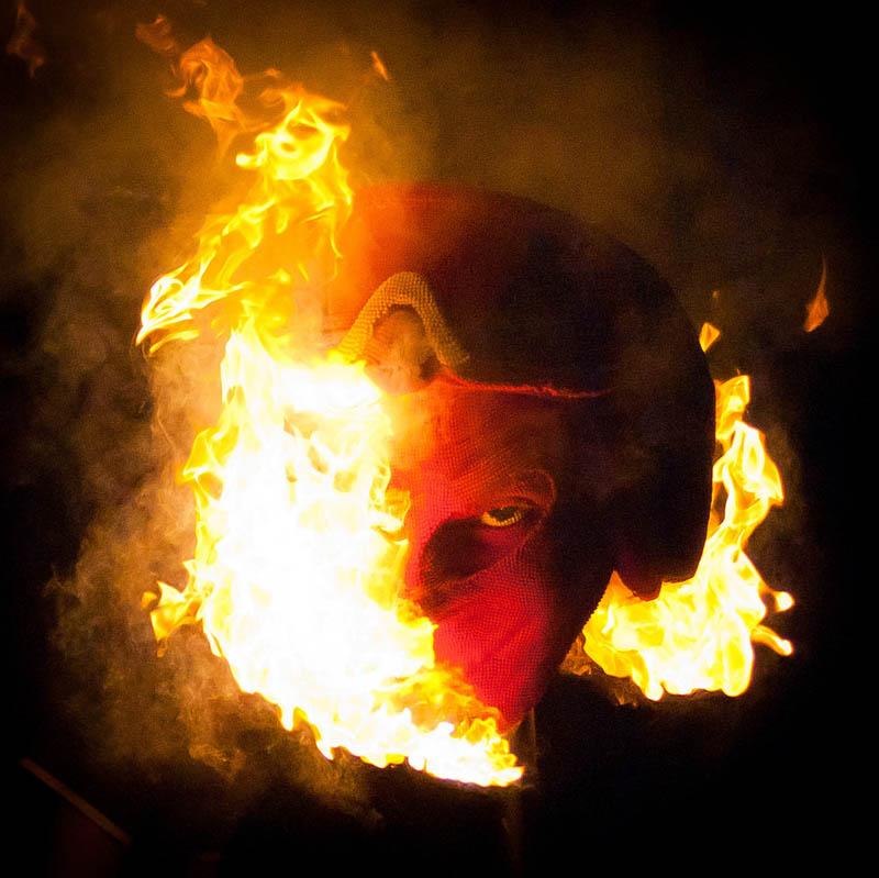 devil head sculpture made of matches set ablaze david mach 2 A Devil Sculpture Made from Matches Gets Set Ablaze