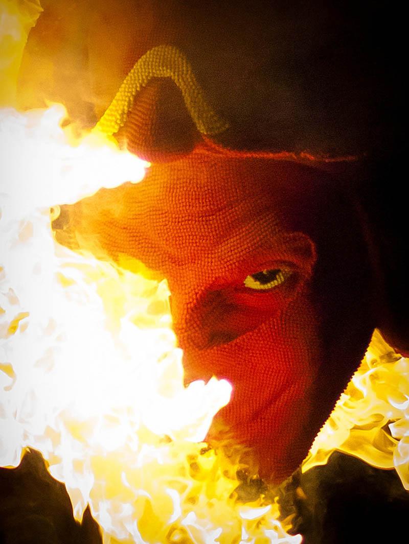 devil head sculpture made of matches set ablaze david mach 3 A Devil Sculpture Made from Matches Gets Set Ablaze