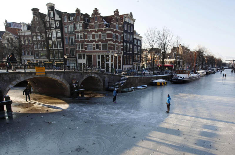 ice skating amsterdam frozen canals netherlands holland 4 Ice Skating the Famous Canals of Amsterdam