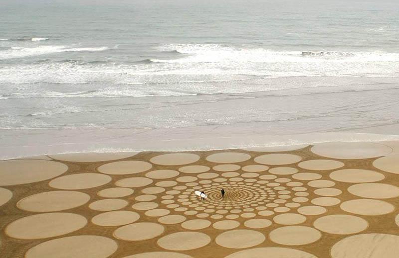 jim denevan giant beach sand art 5 The Colossal Land Art of Jim Denevan [30 pics]