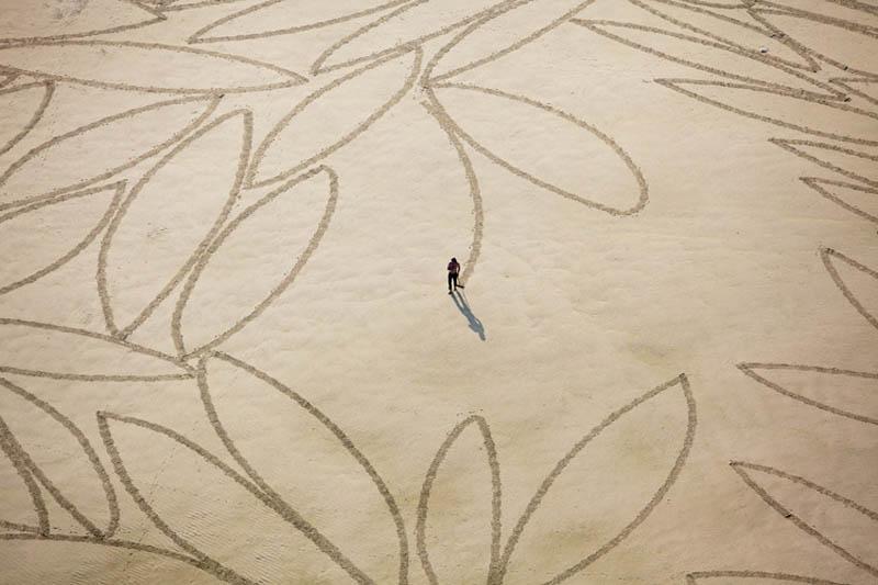 jim denevan giant earth land art 3 The Colossal Land Art of Jim Denevan [30 pics]
