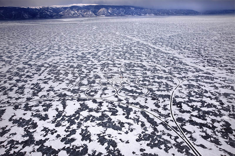 jim denevan giant ice art circles siberia 8 The Colossal Land Art of Jim Denevan [30 pics]