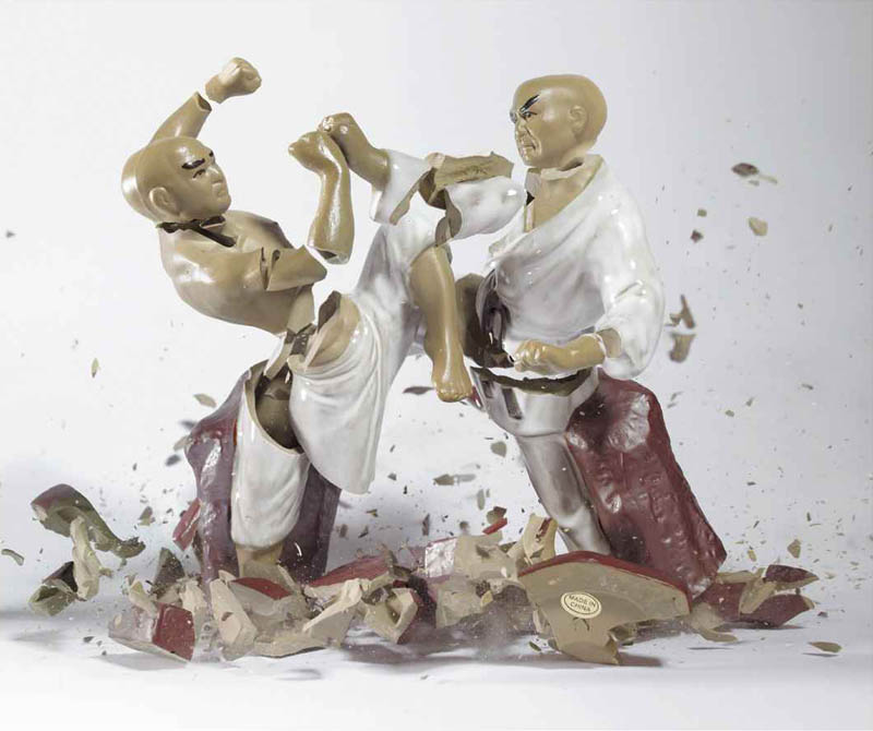 porcelain figures high speed photography as they smash drop to ground shatter klimas 1 Porcelain Metamorphosis by Martin Klimas