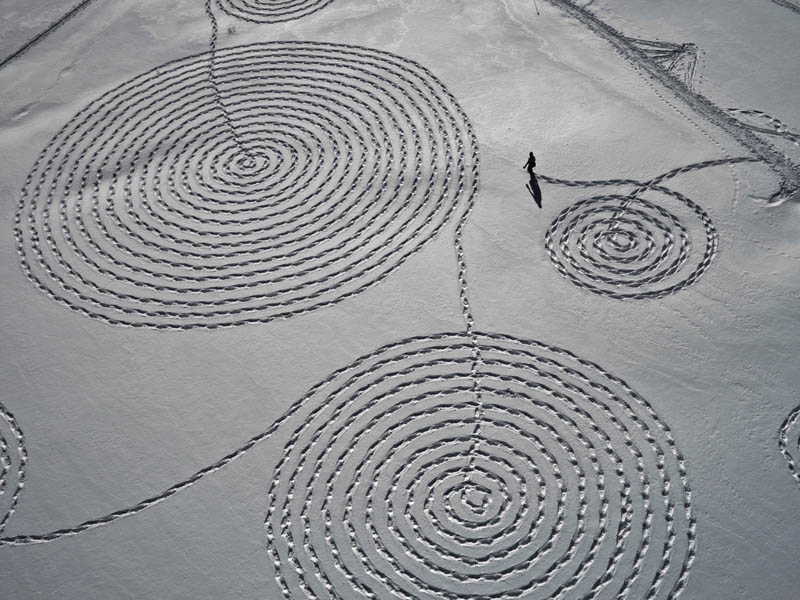 snow circle drawings with snowshoes snoja hinrichsen steampboat springs rabbit ears pass 4 Giant Snow Art Made with Snowshoes by Sonja Hinrichsen