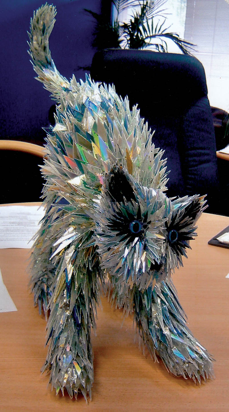 animal sculptures made from shattered cds sean avery 2 10 Amazing Animals Sculptures Made from Shattered CDs