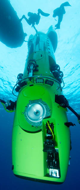 deep sea challenger submarine torpdeo james cameron 2 Everything You Need to Know About James Cameron and the Deep Sea Challenge