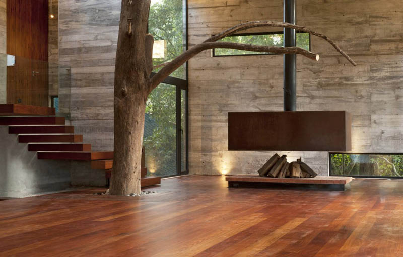 house in forest with trees growing through it 4 An Incredible Home in the Forest With Trees Growing Through It
