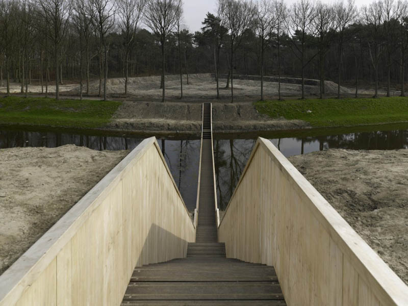 invisible sunken bridge the netherlands holland moses bridge 1 An Invisible Bridge in The Netherlands