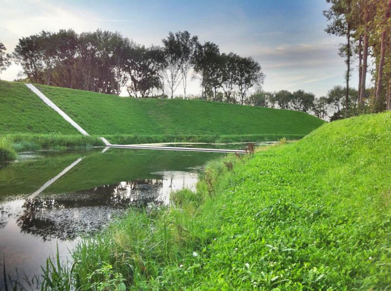 invisible sunken bridge the netherlands holland moses bridge 11 An Invisible Bridge in The Netherlands