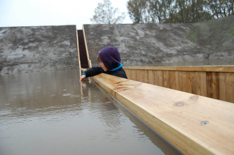 invisible sunken bridge the netherlands holland moses bridge 2 An Invisible Bridge in The Netherlands