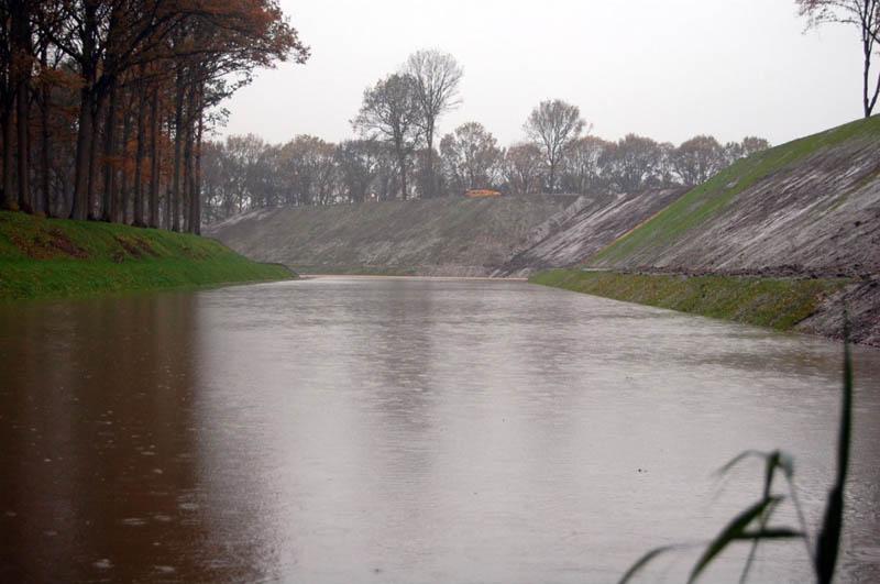 invisible sunken bridge the netherlands holland moses bridge 3 An Invisible Bridge in The Netherlands