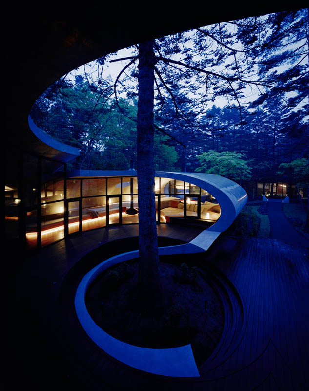 japanese oval sushi roll house villa cottage 14 An Oval Shaped Villa in the Forests of Japan
