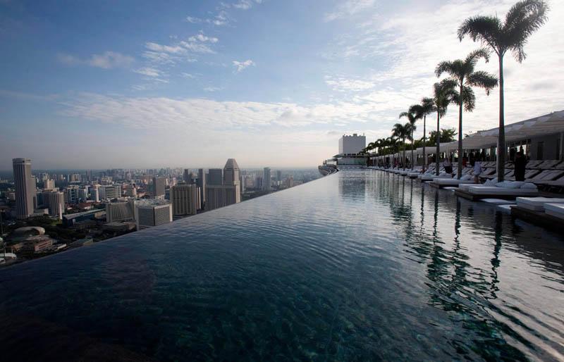 marina bay sands skypark infinity pool singapore 57 storeys high 2 The Infinity Pool in the Sky