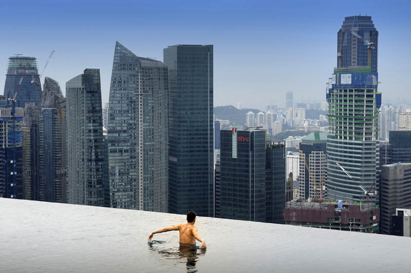 marina bay sands skypark infinity pool singapore 57 storeys high 5 The Infinity Pool in the Sky