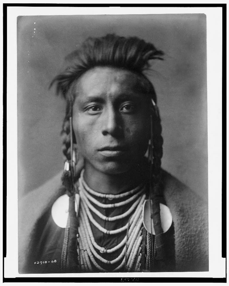 native american portraits by edward s curtis early 1900s 29 Portraits of Native Americans from the Early 1900s