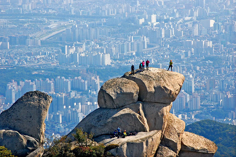 view overlooking seoul south korea from bukhansan bukhan mountain Picture of the Day: Overlooking Seoul from Bukhan Mountain