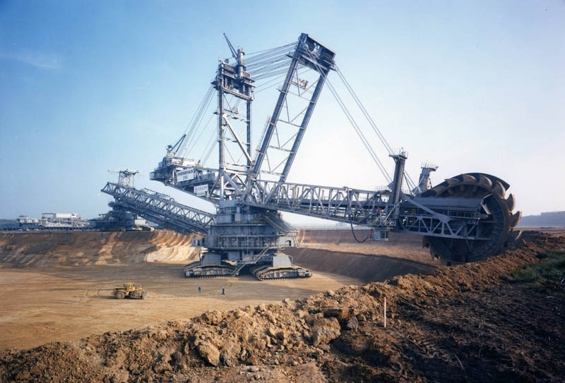 bagger 288 largest land vehicle in the world 12 The Undersea Cables that Connect the World