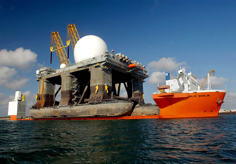 blue marlin heavy lift ship transports rigs and other ships 10 Blue Marlin: The Giant Ship That Ships Other Ships