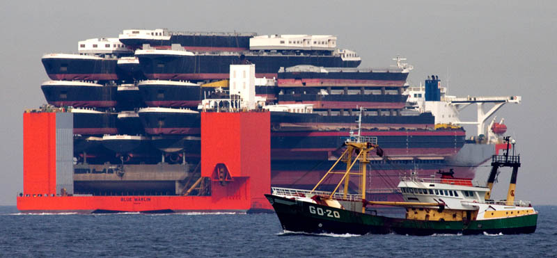 blue marlin heavy lift ship transports rigs and other ships 11 Blue Marlin: The Giant Ship That Ships Other Ships