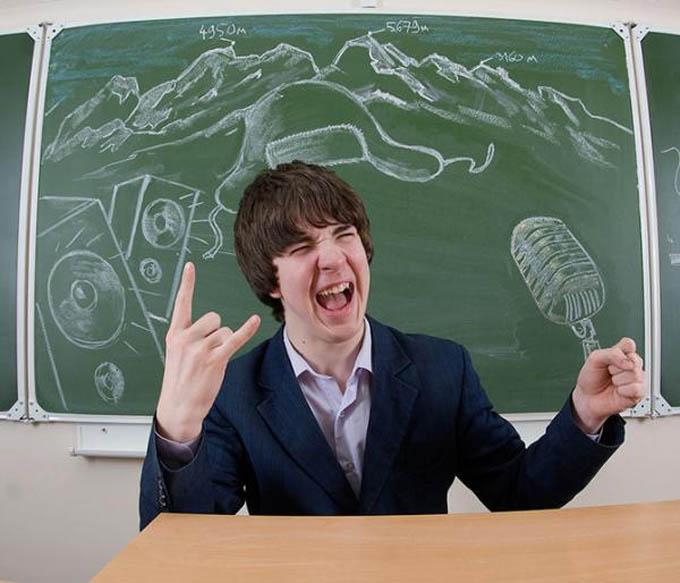 creative yearbook portraits photos chalk drawing on board 14 16 Really Creative Yearbook Portraits