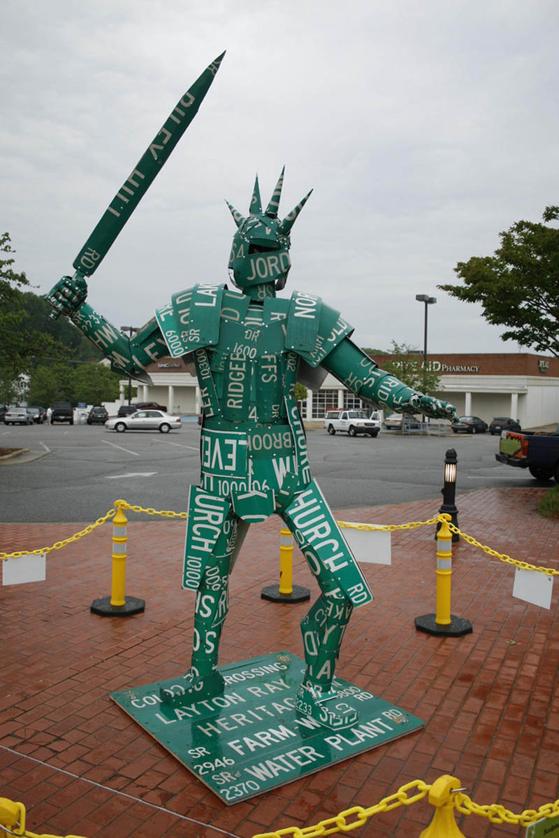 knight made of street signs sculpture joe joseph carnevale Sculptures Made From Everyday Objects