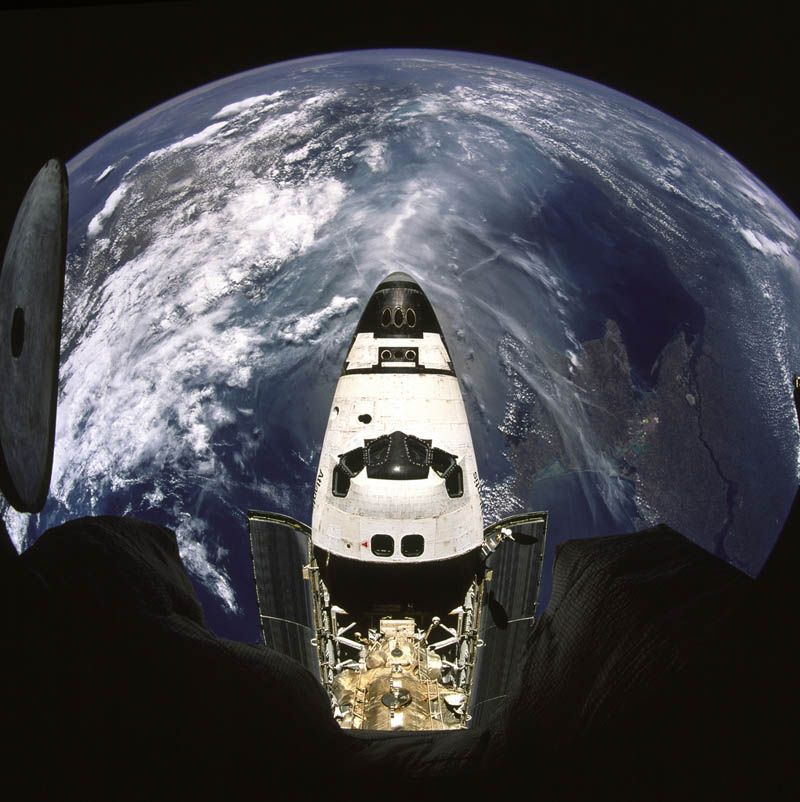 sitting on top of world earth shuttle atlantis from mir station Picture of the Day: Sitting on Top of the World