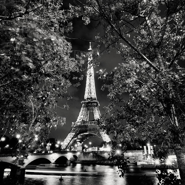 black and white cityscape night photography martin stavars 3 Dramatic Black and White Cityscapes at Night