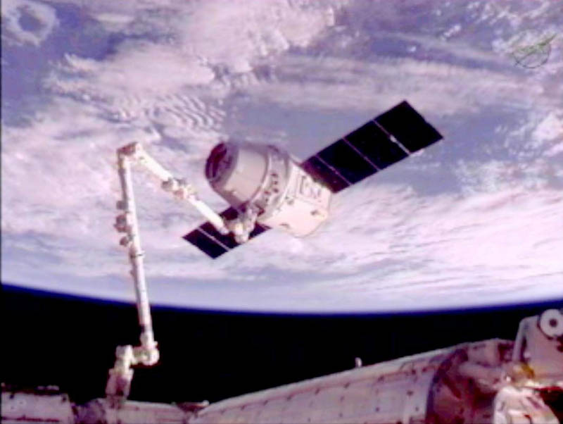 dragon spacecract attached to iss 1 The Historic SpaceX Mission
