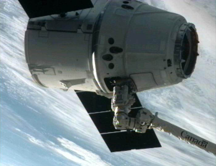 dragon spacecract attached to iss 2 The Historic SpaceX Mission