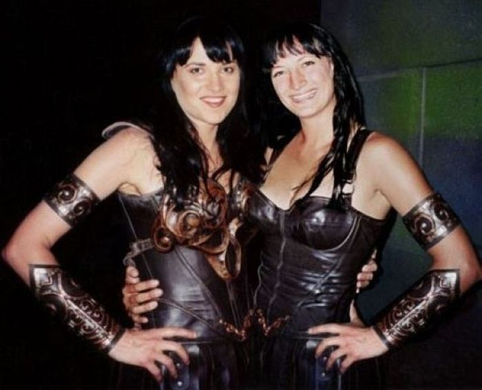lucy lawless zoe bell Chewbacca Tweets an Epic Series of Behind the Scenes Photos from Star Wars