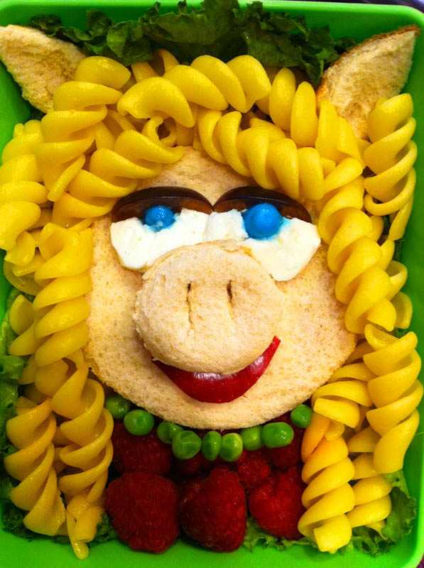 mom makes lunch art for son bento box art 11 Awesome Mom Turns Sons Lunches Into Works of Art