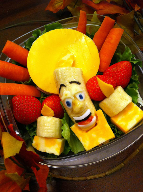 mom makes lunch art for son bento box art 14 Awesome Mom Turns Sons Lunches Into Works of Art