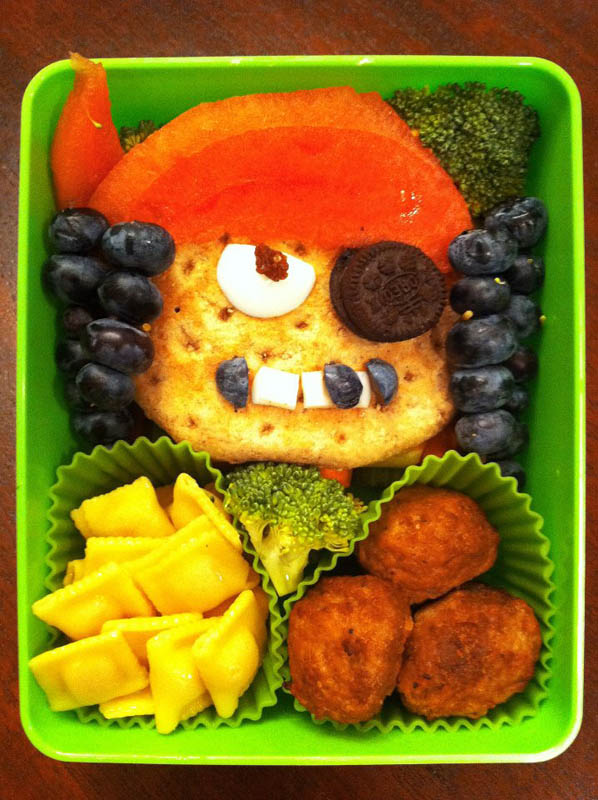 mom makes lunch art for son bento box art 5 Awesome Mom Turns Sons Lunches Into Works of Art