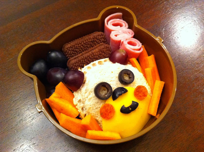 mom makes lunch art for son bento box art 7 Awesome Mom Turns Sons Lunches Into Works of Art