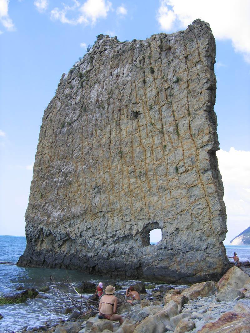 sail rock sandstone monolith parus rock black sea russia Picture of the Day: A Sandstone Monolith in the Black Sea