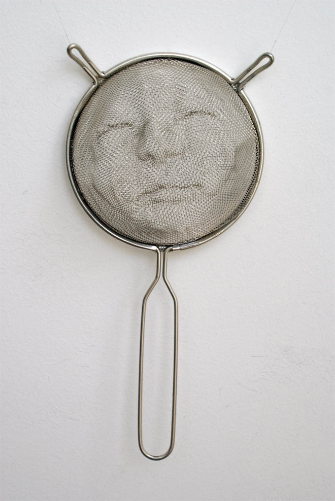 strainer shadow faces made from colanders isaac cordal 7 Shadowy Faces Made from Strainers